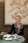 Autorka knih o čajích Jane Pettigrew u šálku čaje