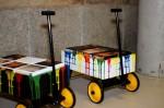 na obrázku jsou veselé barevné vozíčky pro děti v galerii Lázně v Liberci
