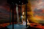 Expozice živli v Libereckém centru iQLANDIA, na obrázku dívka sledující uměle vytvořené tornádo