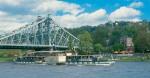 Na obrázku parníky Saské paroplavby pod mostem  Blaues Wunder