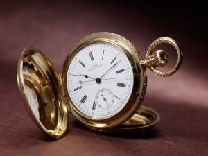 historické hodiny v expozici německého muzea hodin v  Glashuette