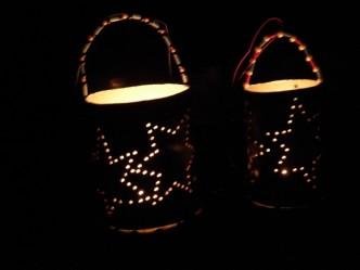 Na obrázku jsou svítící lampiony s motivem hvězd připravené pro společnou muzejní noc měst Jablonec nad Nisou a Liberec