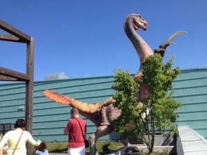 expozice v Libereckém Dinoparku. Na obrázku  Therizinosaurus
