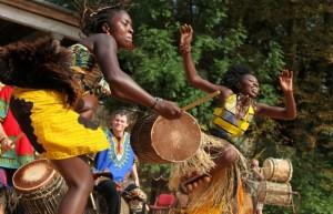 Afričtí tanečníci na festivalu doteky Afriky