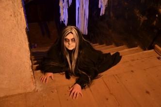 Uhrančivá žena ve strašidelném zámku