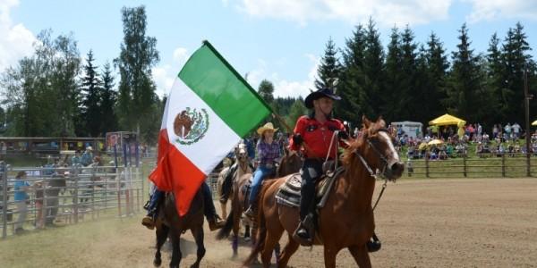 den koní ve westernovém městečku Šiklův mlýn