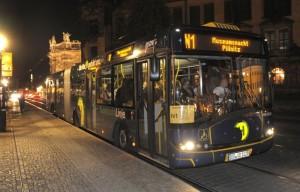 autobus obsluhující muzea při muzejní noci