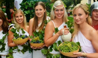 Dívky s hrozny- Znojemské vinobraní