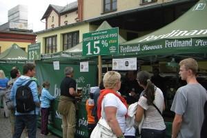návštěvníci pivního festivalu v Benešovském pivovaru Ferdinand