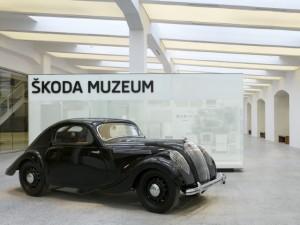 historický vůz v muzeu Škoda