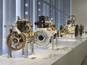 Expozice historických motorů v muzeu Škoda auto