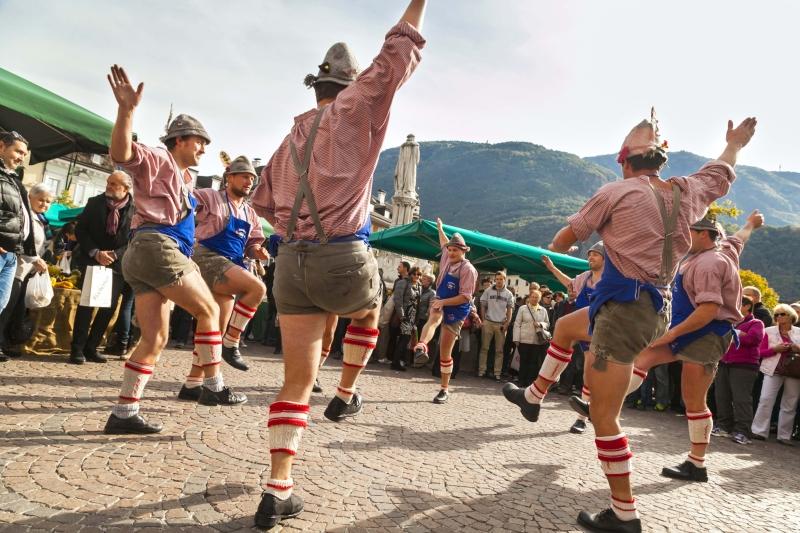 tanečníci,Dožínkové slavnosti