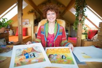 Kateřina Miler prezentuje novou knížku s krtečkem- krtek na návštěvě