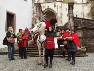 Svatý Martin sedící na bílém koni-program festivalu vína v Českém Krumlově