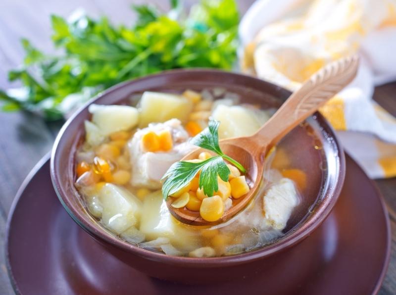 polévka s kuřecím masem a kukuřicí recept