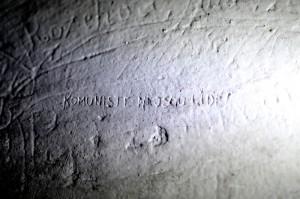 napisy na stene cely smrti vězení v Brně na Cejlu