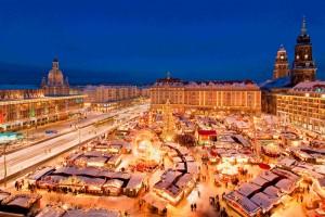 pohled na Vánoční trhy v Drážďaněch
