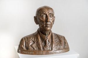 busta zakladatele Zoo Praha prof. Jiřího Jandy