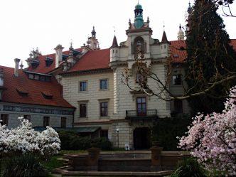 Tip na výlet, průčelí zámku Průhonice