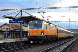 Vlak společnosti Regio jet v zastávce Otrokovice