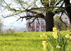 Jarní pohled na Klášter v Broumově