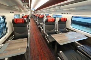 interiér vozu první třídy vlaku Pendolino