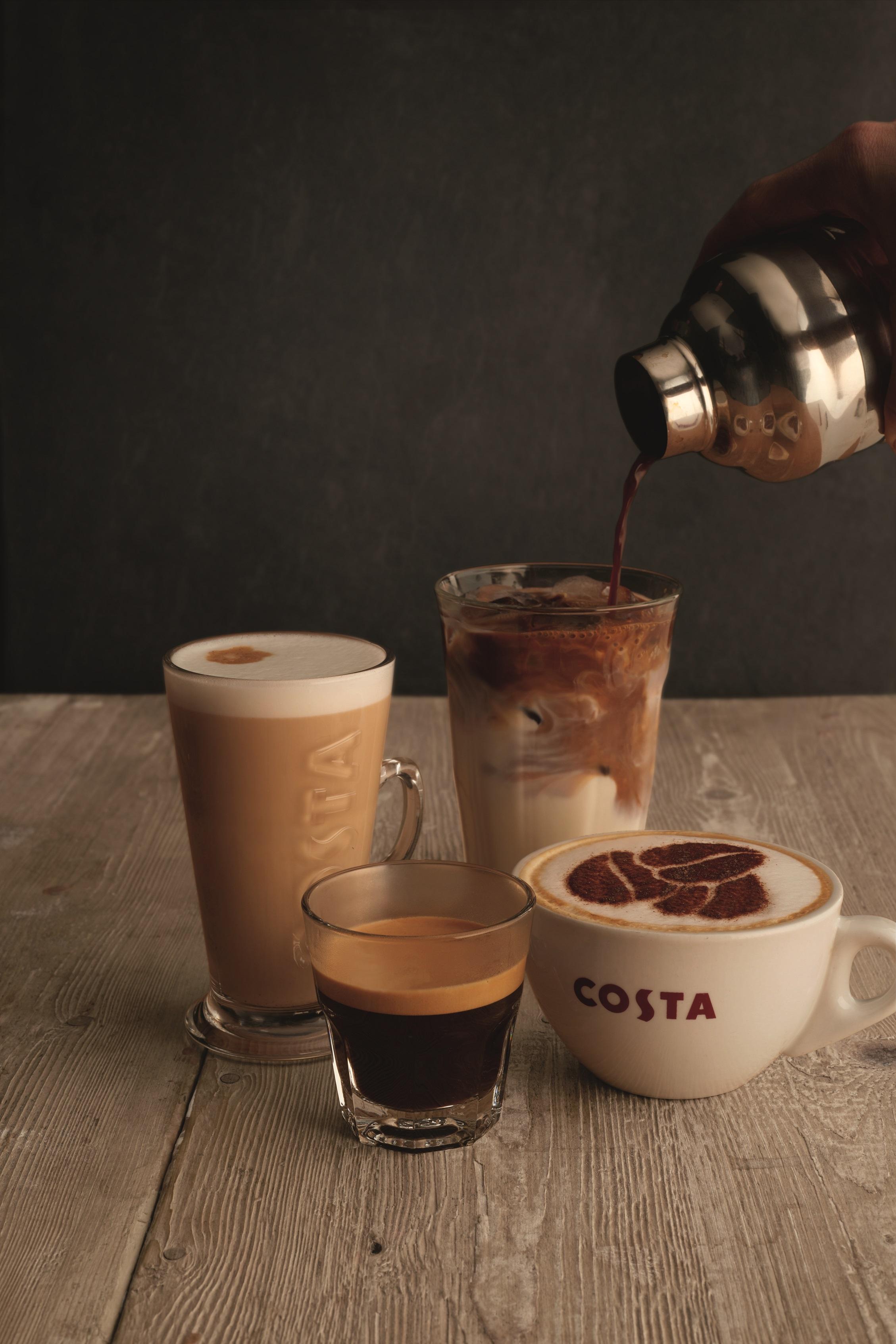 káva v různých šálcích